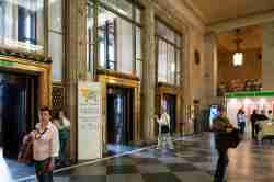 Eingangshalle des Kulturpalastes in Warschau