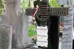 Familiengrab auf dem Powązki-Friedhofs in Warschau