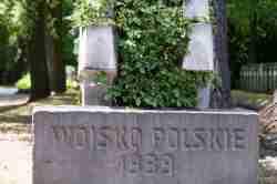 Soldatengräbera uf dem Powązki-Friedhof in Warschau