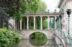 Brücke am Wasserpalast im Łazenki Park Warschau