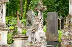 Grabsteine auf dem Łyczakowski-Friedhof in Lemberg
