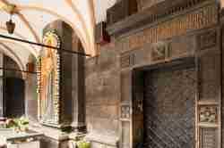 Inschrift an der Kirche des Entschlafens der Mutter Gottes in Lemberg