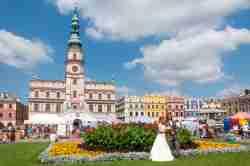 Marktplatz mit Rathaus in Zamość