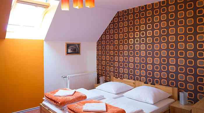 Hotelzimmer in Orange