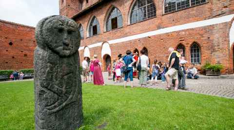 Heidnische Figur Burghof Allenstein (Olsztyn)