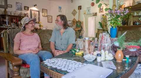 Barbara Woyno und Franciszek Grabowski in der Galerie des Künstlers