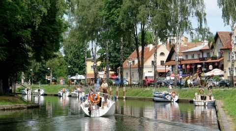 Segelboote auf dem Kanal in Lötzen