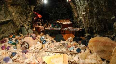 Steinsammlung im Bergwerk von Schmiedeberg (Kowary)