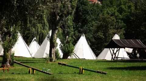 Zelte in einem Indianerdorf