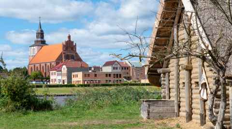 Gebäude im Freilichtmuseum Slawen- und Wikingersiedlung Wollin in Wollin Polen