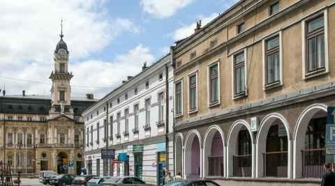 Straßenzug mit Rathaus in Neu Sandez (Nowy Sącz)