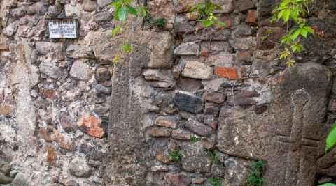 Foto von Sühnekreuze aus dem 14. bis 16. Jahrhundert in Arnsdorf (Miłków)