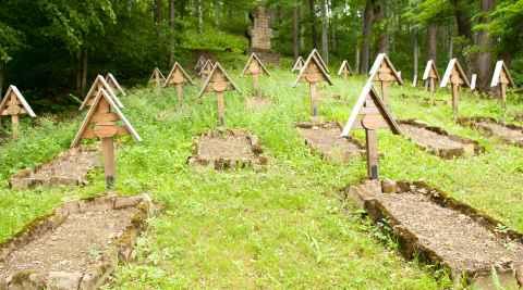Namenlose Soldatengräber aus dem I. Weltkrieg in Łużna-Pustki